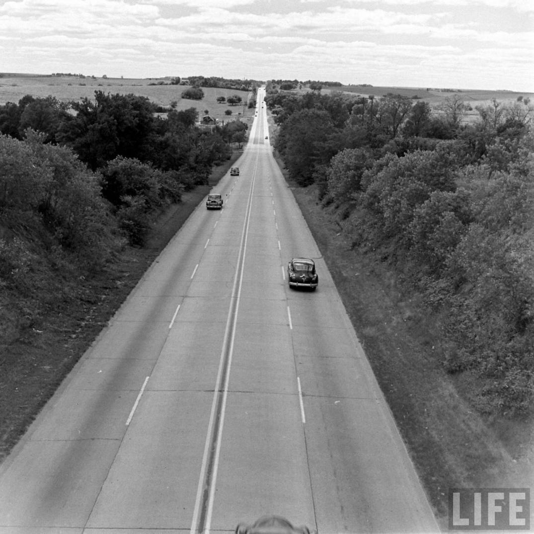 Vintage Photos: Life On The Road – On US Hwy 30 In 1948