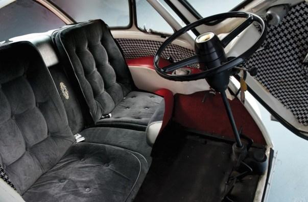 Seats 2