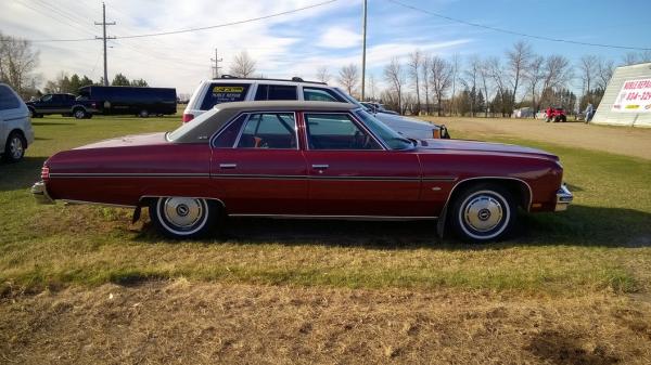 Chevrolet 1975 Caprice sedan side