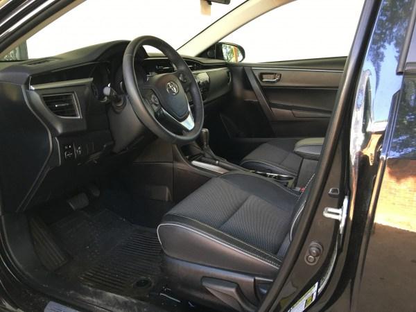 2014-Toyota-Corolla-interior
