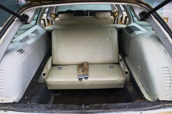 1973-chevelle-ss-wagon-jump-seat-600x399