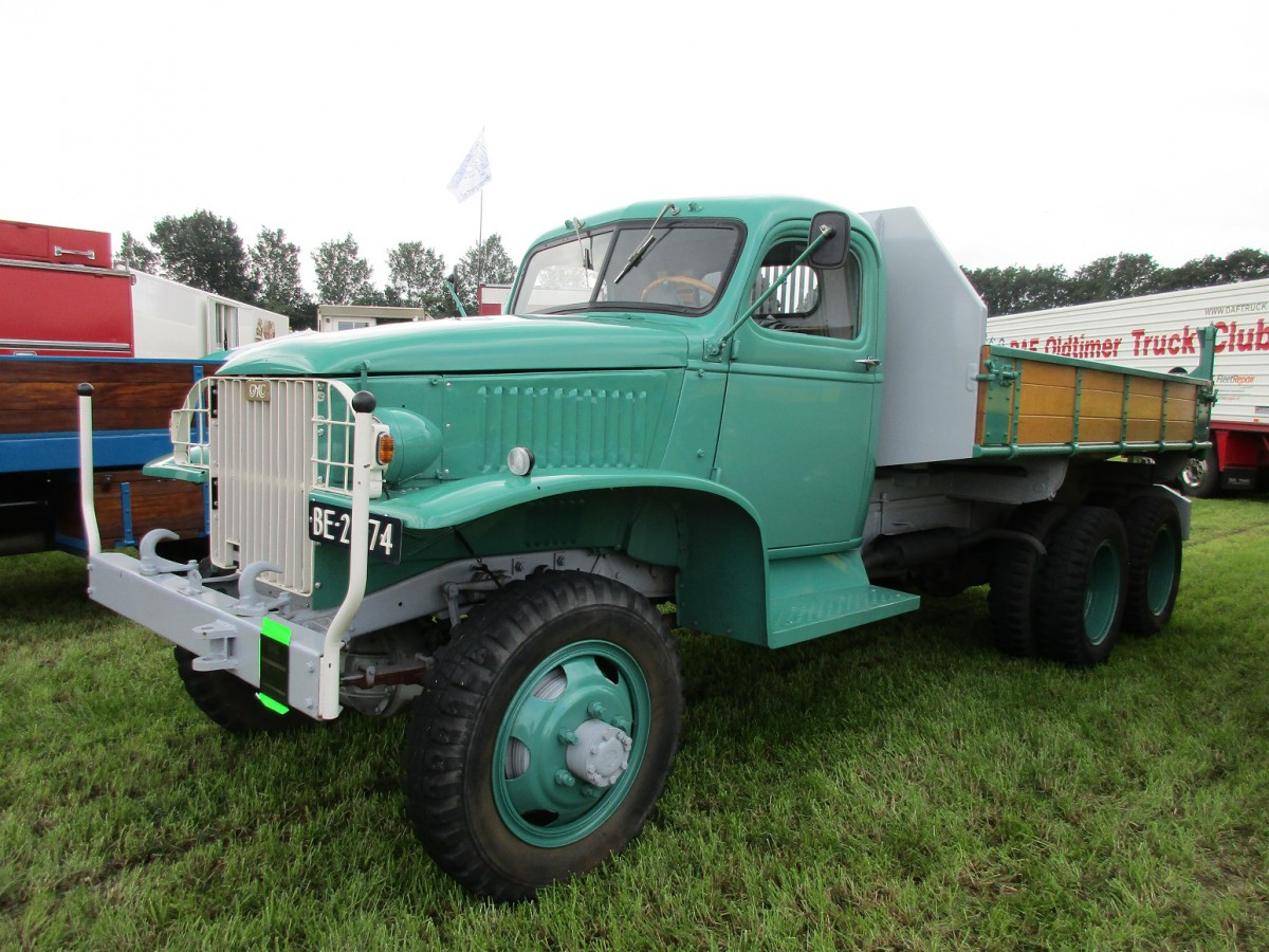 Truck Show Classics 2016 Oldtimer Stroe American Trucks 1941 Gmc Coe Cckw 353 Equipped With A Netam Three Way Dump Bed When I Walked By Later On The Hood Was Open So Could Take Picture Of Its 91 Hp 270