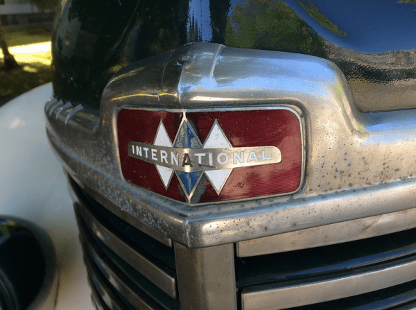 IH 1949 KB-6 housecar logo