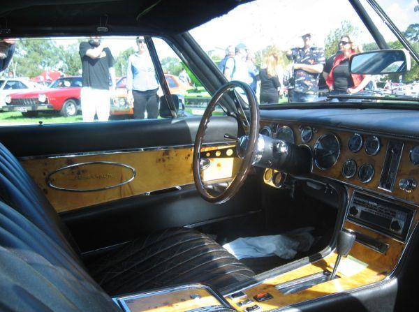 Stutz Blackhawk interior