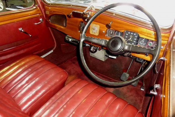 Older car (1950) with characteristic English club atmosphere. Glass of sherry before setting off, chaps?