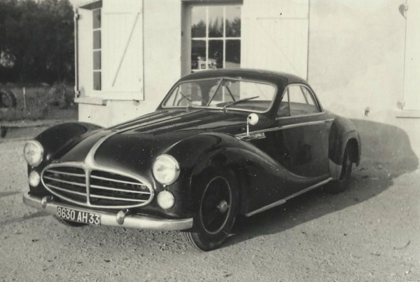 For comparison, this 1953 Chapron coupé, though different, keeps the 235's signature front styling.