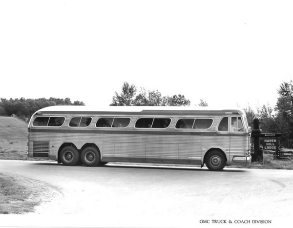 gm-coach-pd-4901-side-bw