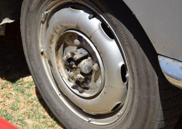 lancia-flaminia-rear-wheel