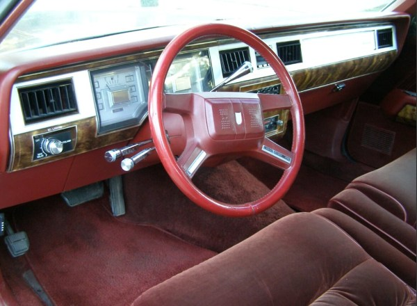 mercury-1985-marquis-red-dash