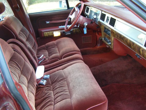 mercury-1985-marquis-red-fr-seat