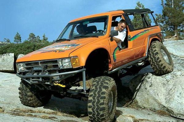 toyota-4runner-1985-off-roading