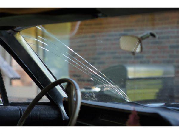 cracked-windshie