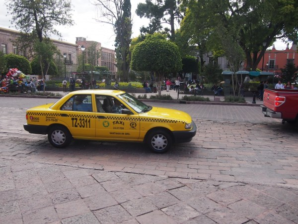 nissan-tsuru-taxi