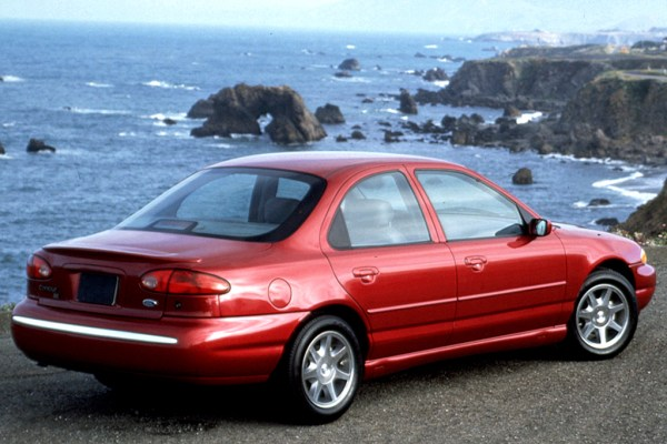Red Ford Contour SE