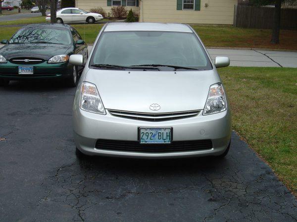 2004 Toyota Prius front view