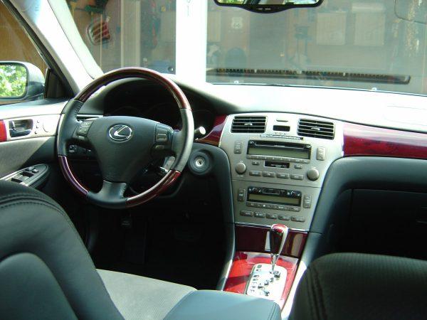 Dashboard of Lexus ES330