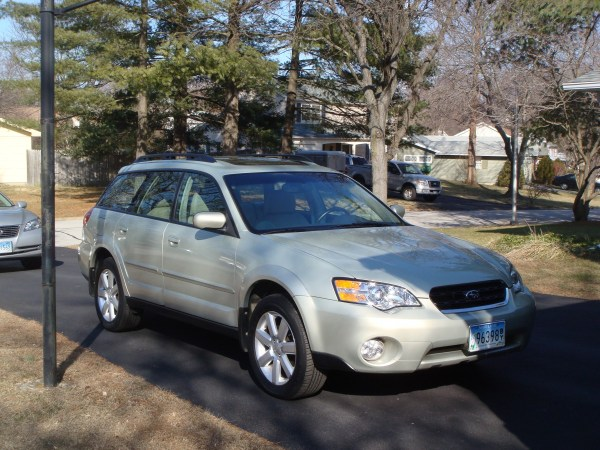 2006 Subaru Outback front view