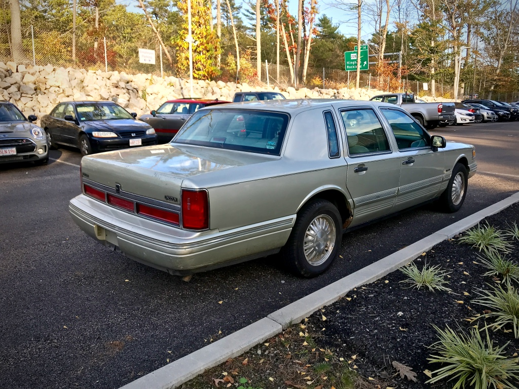 Curbside Classic: 1997 Lincoln Town Car Signature Series – Signing ...