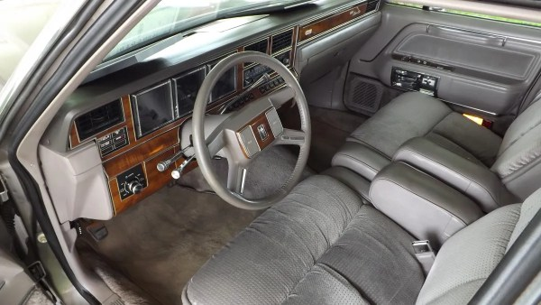 1989 Lincoln Town Car front seat