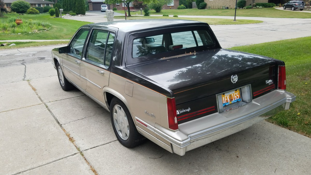 Curbside Classic Lite 1988 Cadillac Sedan Deville The Snowbird 50s V8 Engine A Jbl Branded Stereo With Some Extra Controls On It So I Was Shocked Had Same Radio As Every Other Gm Including Stripper Panel Vans
