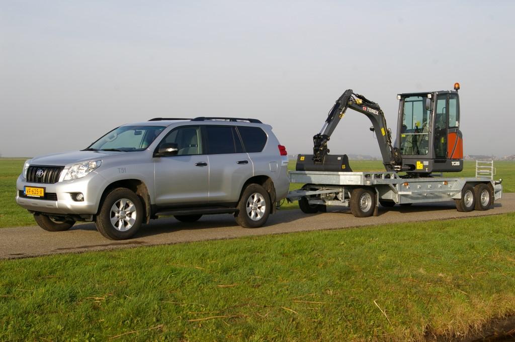 CC Global: 2013 Toyota Land Cruiser 150-Series (Prado) – The