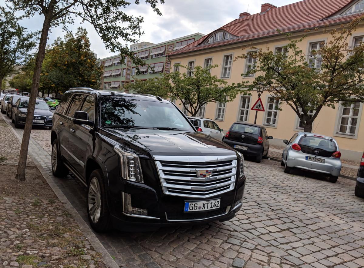 Cc Outtake Cadillac Escalade An American Elephant In Europe