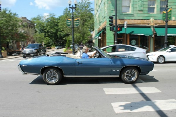 1969 Pontiac GTO convertible in Edgewater, Chicago, Illinois. Frame 3 of 4.