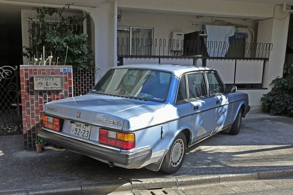 Volvo 240GL (rear)