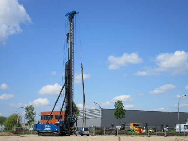 Lebotec drilling rig - Scania heavy haulage tractor
