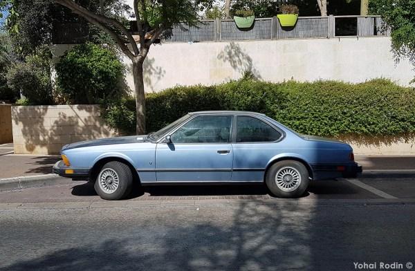 Blue BMW 630 CSI
