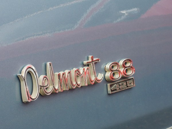 1967 Oldsmobile Delmont 88 425 badge