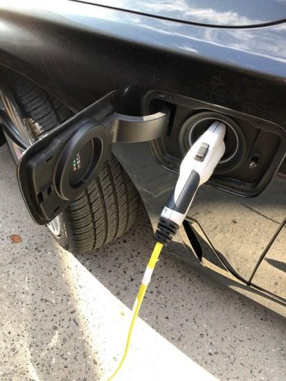 Plug on a BMW 740e