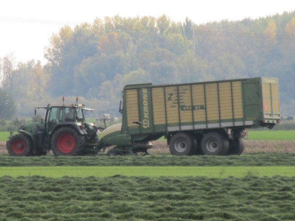 Fendt tractor with Krone silage wagon