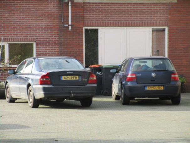2002 Volvo S80 D5 and 2001 VW Golf 1.4