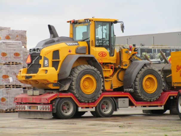 Draco trailer with Volvo L70H