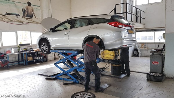 Honda Civic Tourer in service