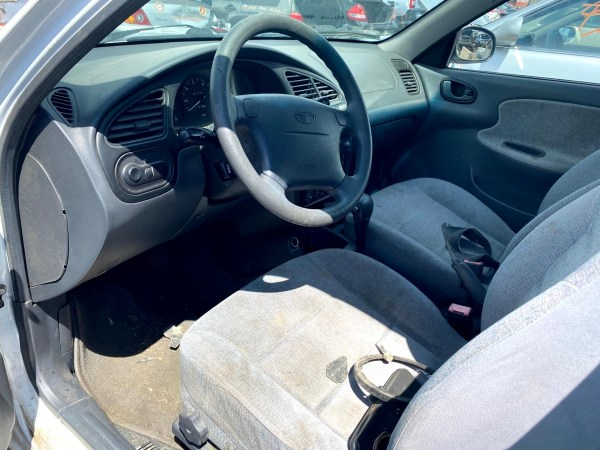 2000 Daewoo Lanos SX sedan