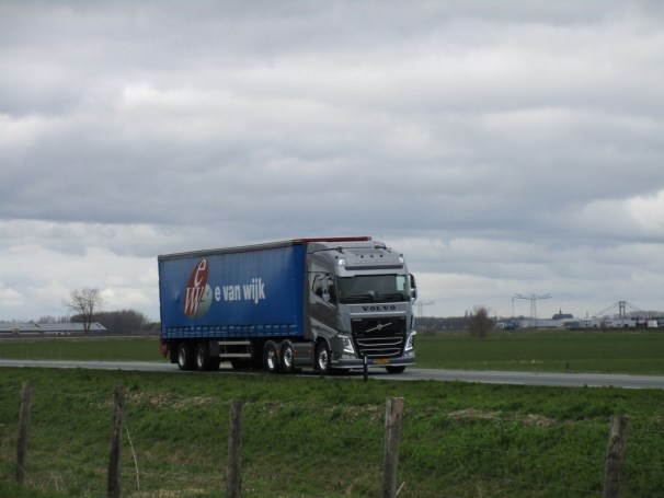 2018 Volvo FH and curtainside semi-trailer