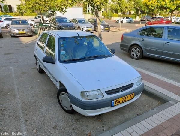 1999 White Citroen Saxo