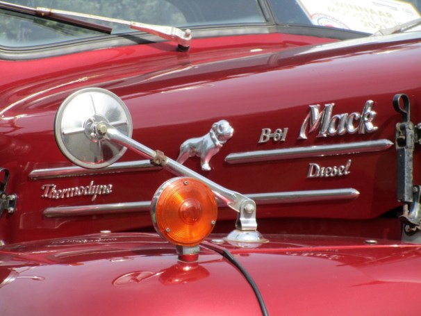 1964 Mack B61 - 1