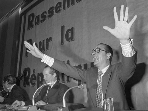 Les secrets de Jacques Chirac : de son dépucelage à la chaussure dans laquelle il urina