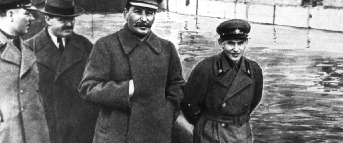Staline, friand de Photoshop avant l'heure...