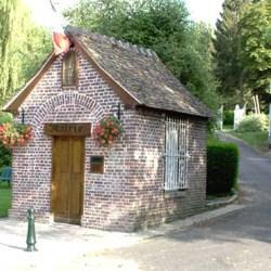 Saint-Germain-de-Pasquier, la plus petite mairie de France