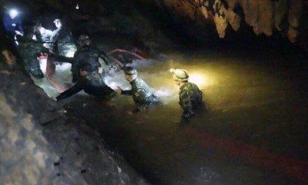 Encontrados 12 niños con vida en una cueva enTailandia