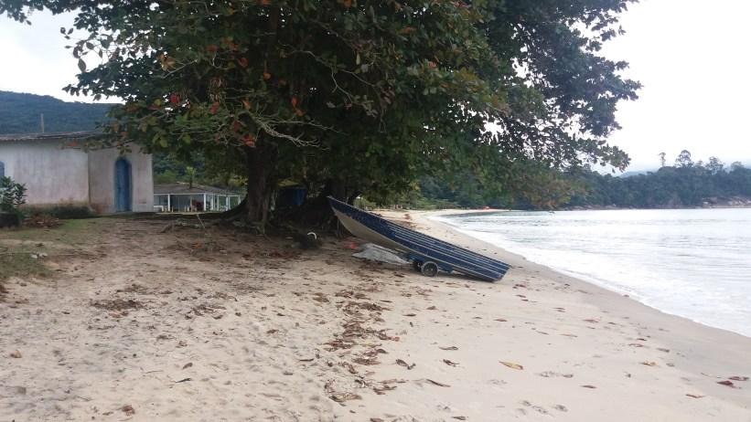 Praia da Caçandoca e Igreja