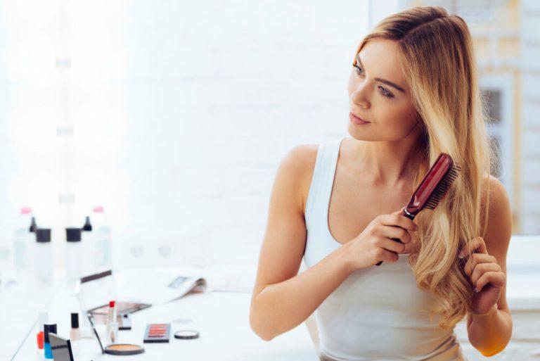 Consejos y trucos para cuidar el pelo mientras duermes
