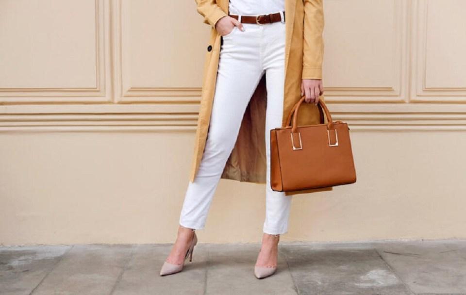 Pantalones blancos para outfits de invierno