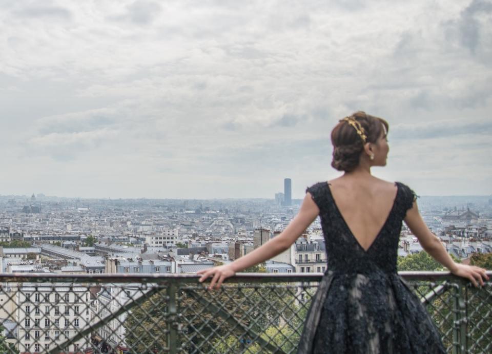 El pequeño vestido negro es una de las prendas de una mujer francesa que necesitas en tu armario