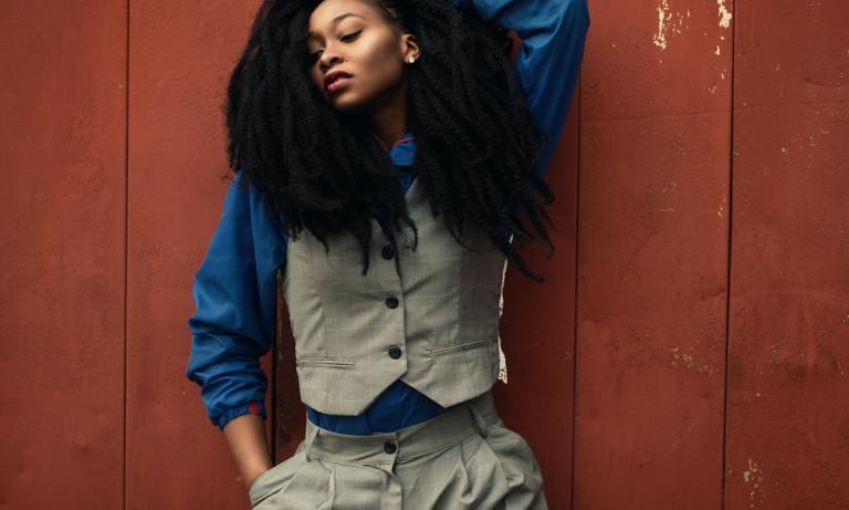 En nuestro artículo de hoy te hablamos de una pieza única: El traje como sinónimo de empoderamiento femenino