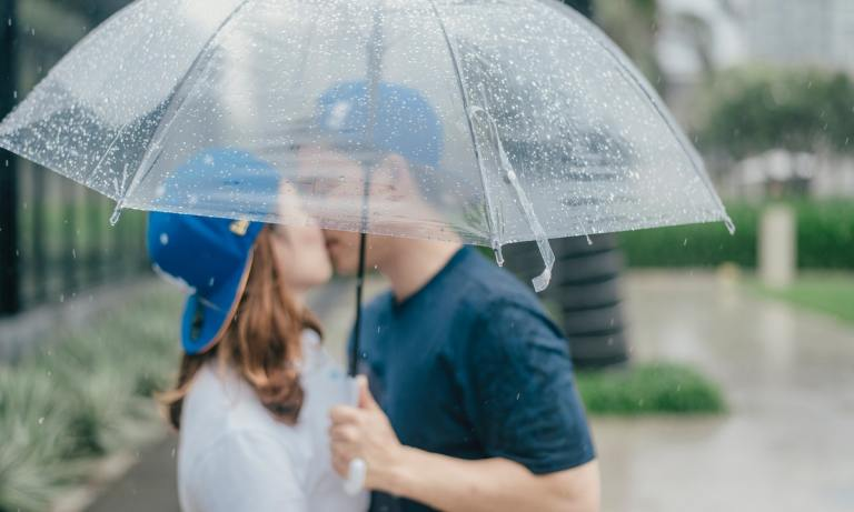 Los síntomas de la enfermedad del beso se presentan días después del contagio